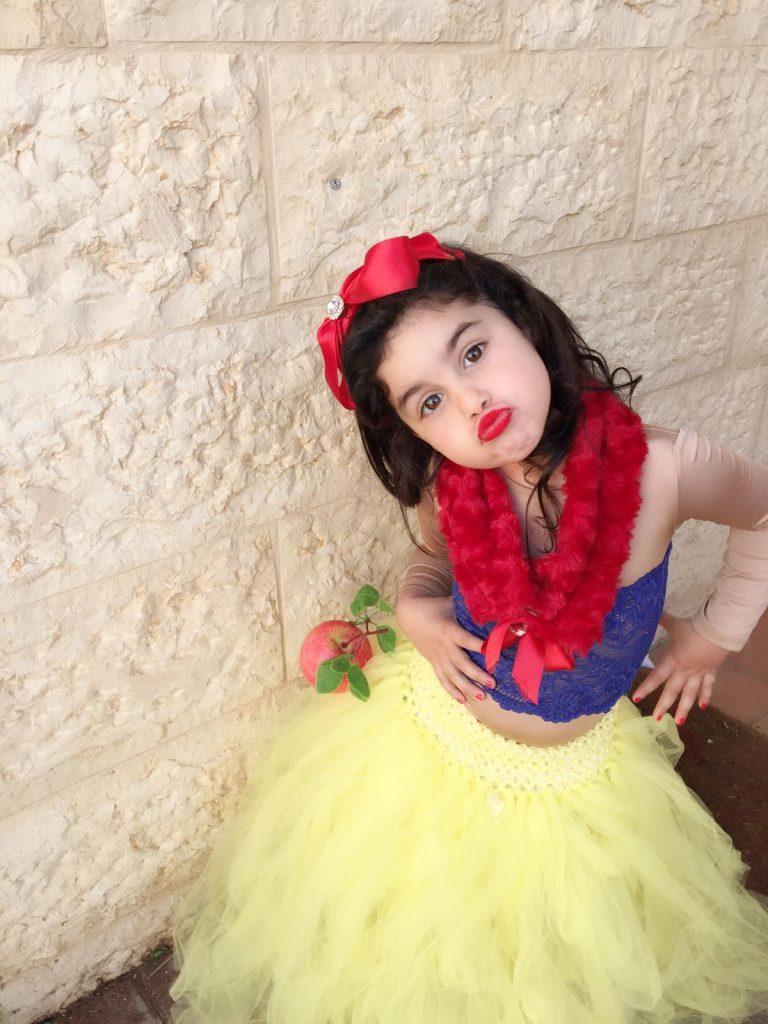 יהלי איתח, בת 3, התחפשה לשלגיה, קרית מנחם