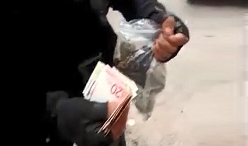 תפיסת צעיר עם סמים במרכז העיר (צילום: דוברות המשטרה)