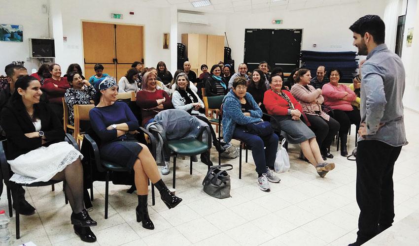 הרצאתו של גיא יפרח במסגרת מפגש בקהילה (צילום: עיריית מעלה אדומים)