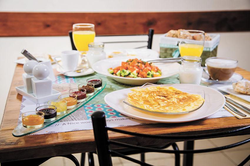ארוחת הבוקר במלון הפינה של מיכל (צילום: דרור קליש)