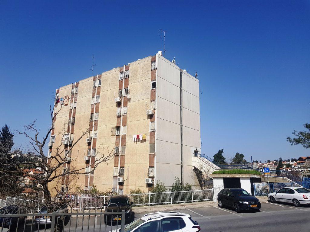 הבניין ברחוב שטרן שבו נמכרה דירה בת 2 חדרים (צילום: אייל שאולוף)