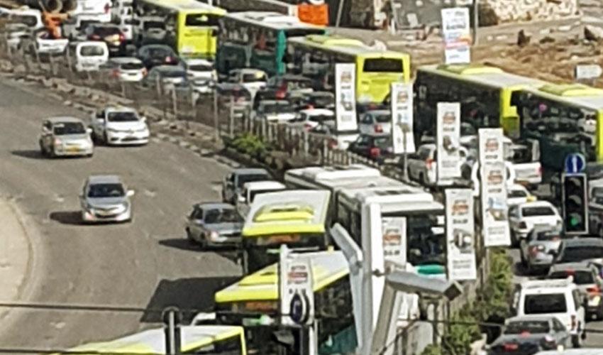 הכניסה לעיר יום שלישי בצהריים (צילום: תמי טננבוים)