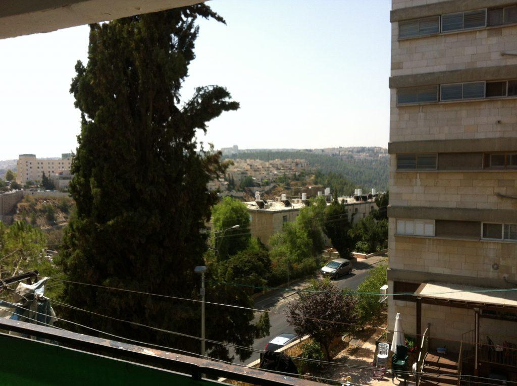 הנוף מהדירה ברחוב גואטמלה בקרית היובל (צילום: אייל שאולוף)