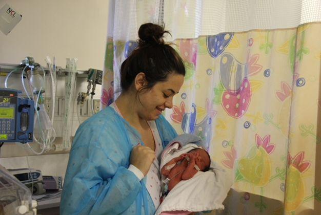 ספיר אמויאל, שילדה שלישייה, בבית החולים הדסה הר הצופים (צילום: דוברות הדסה)