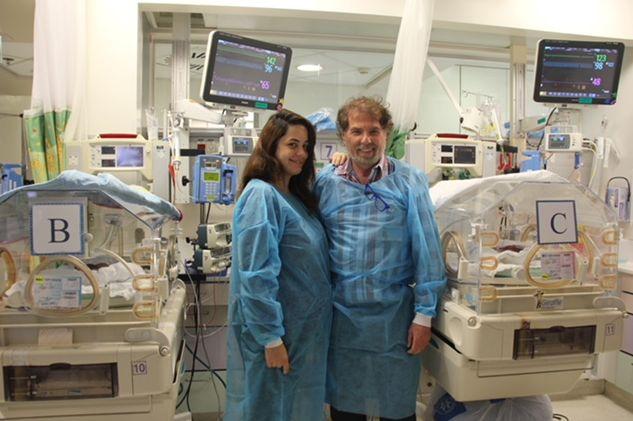 פרופ' שמחה יגל וספיר אמויאל, שילדה שלישייה, בבית החולים הדסה הר הצופים (צילום: דוברות הדסה)