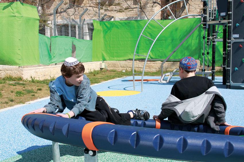 משתתפי תוכנית מקפצה בקרית מנחם (צילום: באדיבות הקרן לירושלים)