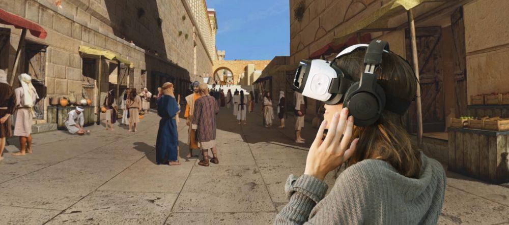 משקפי מציאות מדומה בכותל המערבי (צילום: קרן למורשת הכותל המערבי)