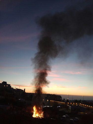 השריפה סמוך לתחנת הדלק בפסגת זאב (צילום: דוברות כבאות והצלה ירושלים)