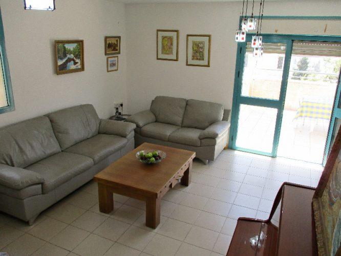 הדירה ברחוב גלבוע במבשרת ציון (צילום: בקי דוכאן, תמי דיליאן)