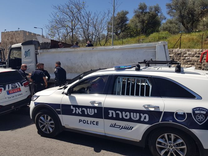 """וידאו – בדרך למרכז העיר: כ-1,500 ק""""ג בשר הוחבאו במשאית ללא קירור"""