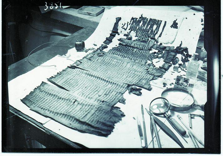 מגילה חיצונית לבראשית (צילום: באדיבות מוזיאון ישראל)