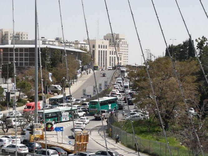 הכניסה לירושלים, הבוקר, שני