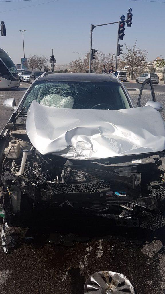 התאונה בצומת הגבעה הצרפתית (צילום: כבאות והצלה ירושלים)