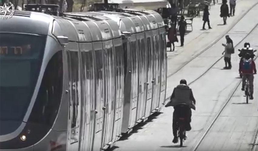 מתוך סרטון - מבצע אכיפה נגד רוכבי אופניים חשמליים בירושלים (צילום: דוברות המשטרה)