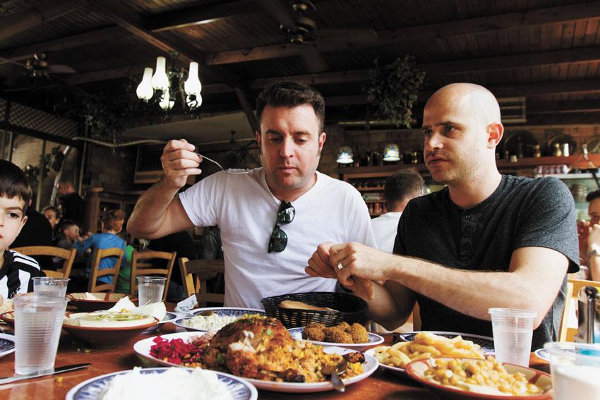 """עמית אהרנסון ויהונתן כהן, """"הלבנונית"""" (צילום: אסף קרלה)"""
