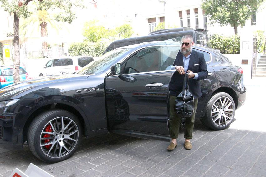אסף גרניט נוהג במזראטי (צילום: ענת מוסברג)