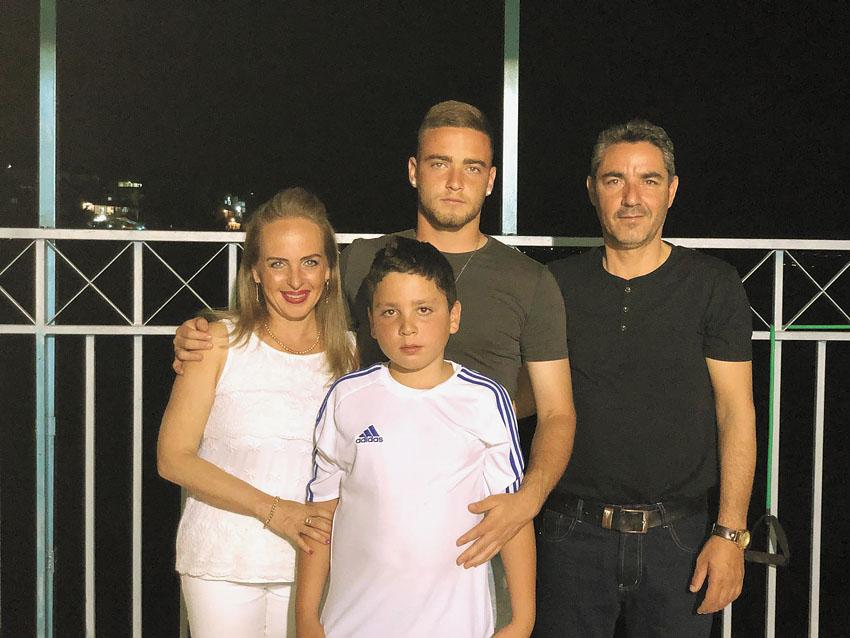בני פרץ ומשפחתו (צילום: פרטי)