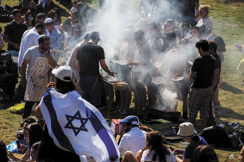יום העצמאות בגן סאקר (צילום: אוליבייה פיטוסי)