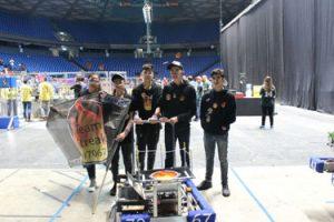 נבחרת הרובוטיקה של תיכון סליגסברג (צילום: איתמר נתן)