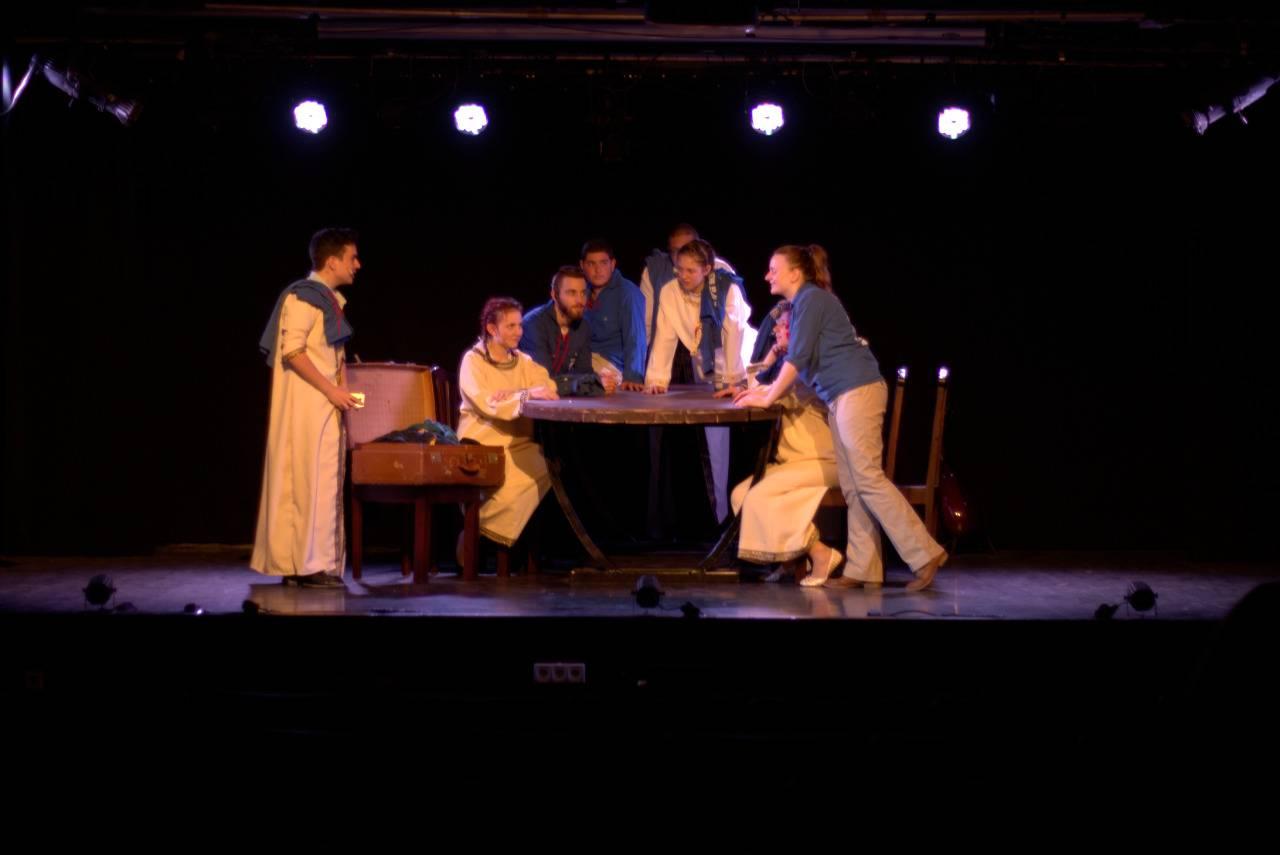 """מתוך """"הלילה הזה"""" - הצגה על סיפור העלייה החשאית ממרוקו של תיאטרון הנוער העובד והלומד"""