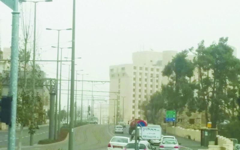 אובך בשדרות הרצל (צילום: אלון סין משה)