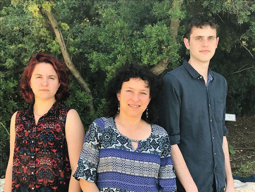 אייל לוריא פרדס, לורה ורטון, נילי מדרר (צילום: באדיבות מרצ)