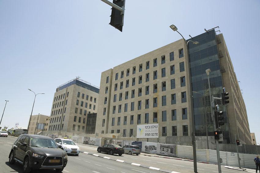בניין משרדי הממשלה ג'נרי 2 בקריית הממשלה (צילום: אוליבייה פיטוסי)
