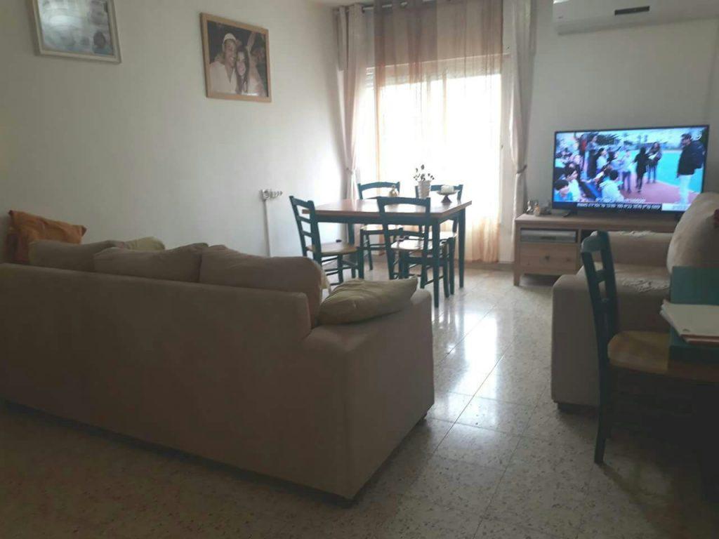 הדירה ברחוב גדוד חרמש, פסגת זאב (צילום: דודי פדידה, רמיקס)