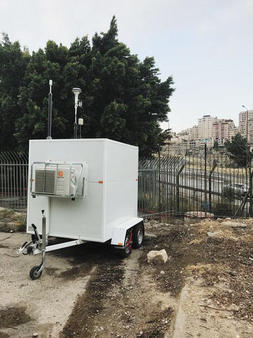 ניידת ניטור האוויר בשכונת מגדים (צילום: עיריית מעלה אדומים)
