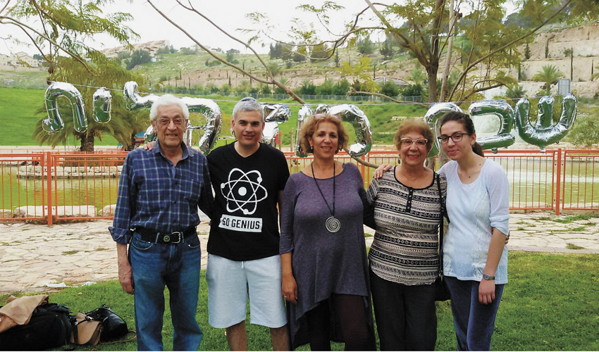 מארגני קבלת השבת בפארק שמיר (צילום: עיריית מעלה אדומים)