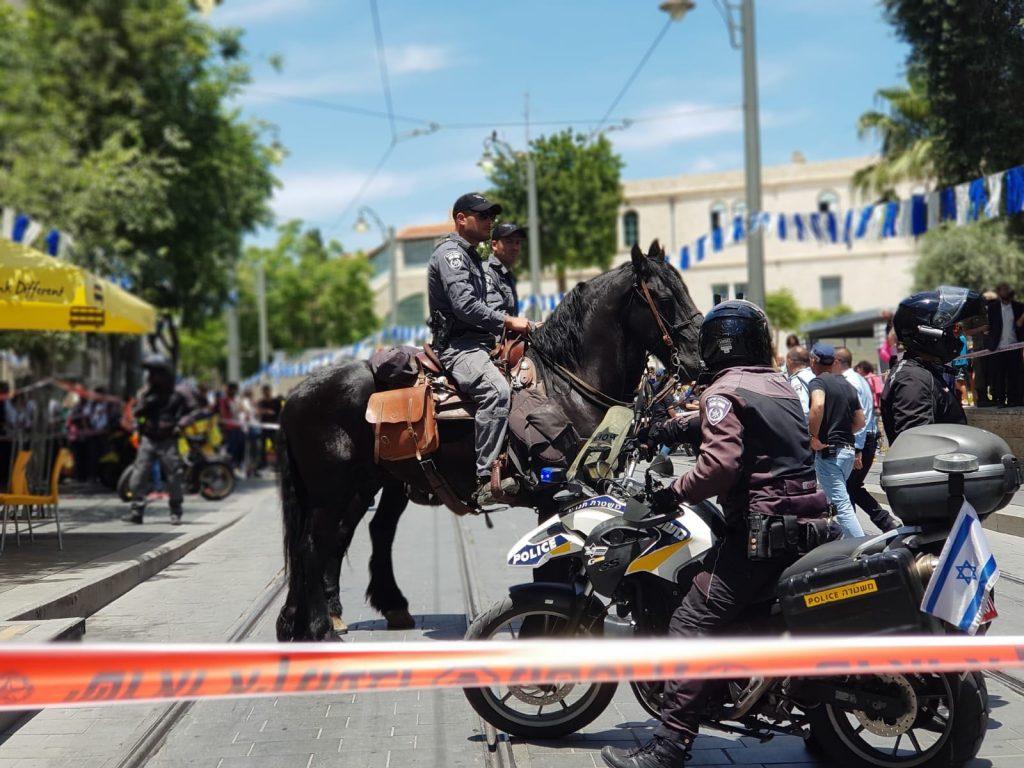 זירת הדקירה סמוך לכיכר ספרא (צילום: דוברות המשטרה)
