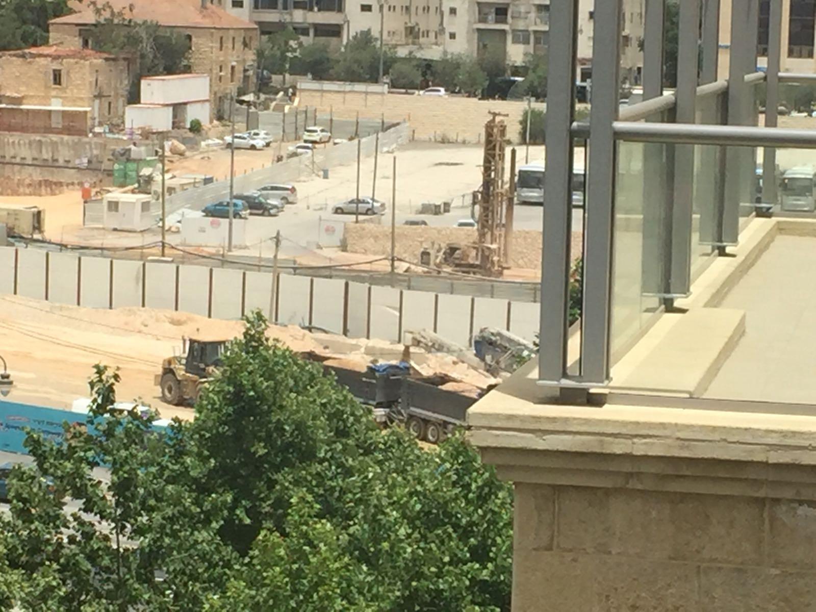 העבודות באתר הבנייה להקמת החניון התפעולי במשכנות האומה