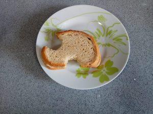 פרוסות לחם - סנדוויץ עם ביסים (צילום: מיכל פישמן-רואה)
