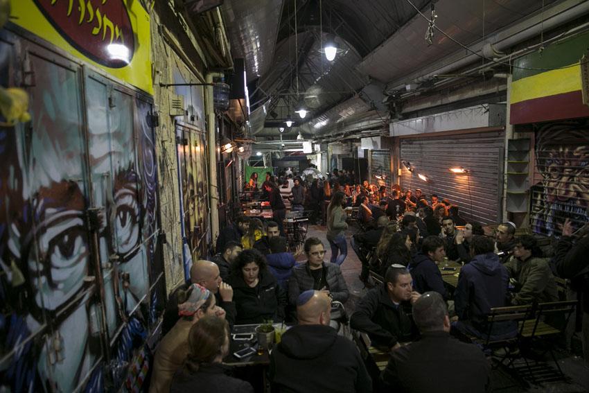 האם זו הדרך לחסל את הבילויים בשוק? גל של קנסות לבעלי ברים ומסעדות במחנה יהודה בשבועות האחרונים