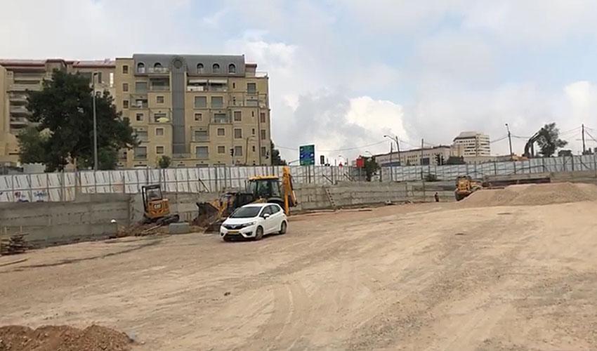העבודות על החניון סמוך למשכנות האומה (צילום: יהונתן בלום)