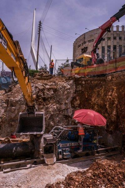 העבודות לשדרוג תשתיות המים בכניסה לעיר (צילום: שלומי אמסלם - גיחון)
