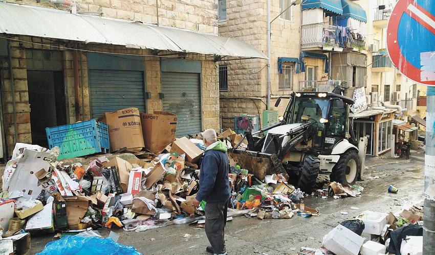 הררי אשפה בשביתה הקודמת של עובדי העירייה (צילום: נינו פרץ ועמי מזרחי)
