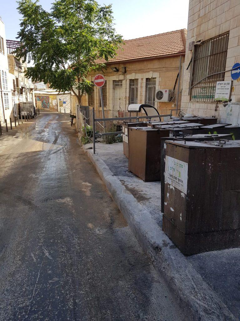 רחוב שילה, שמן מזוהם נשפך (צילום: מינהל קהילתי לב העיר)