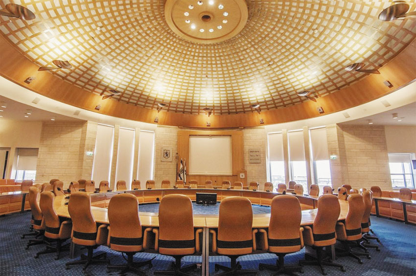 אולם מליאת מועצת העירייה (צילום: טל הרדה)