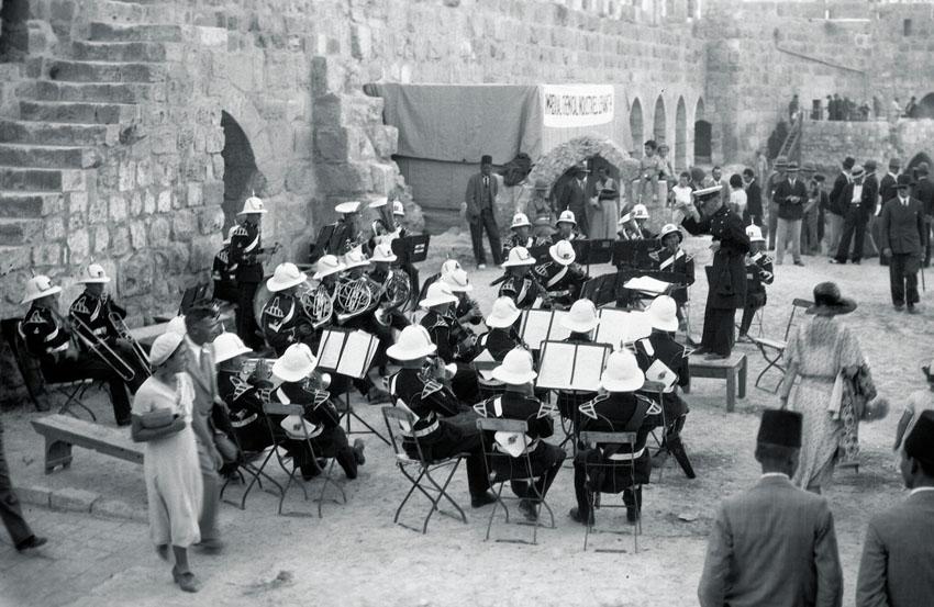 """מתוך התערוכה """"לונדון בירושלים (צילום: צבי אורון אוספי הארכיון 1931 הציוני המרכזי ירושלים)"""
