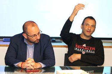 איל חומסקי וגיא הראל (צילום: שרון בוקוב)