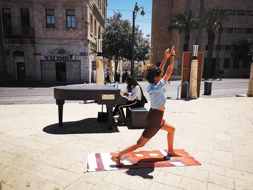 פעילות יוגה בירושלים (צילום: אפרת אטון)