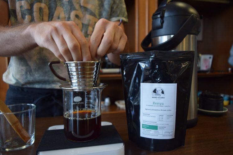 מכינים קפה (צילום: רות פון שטראוס)