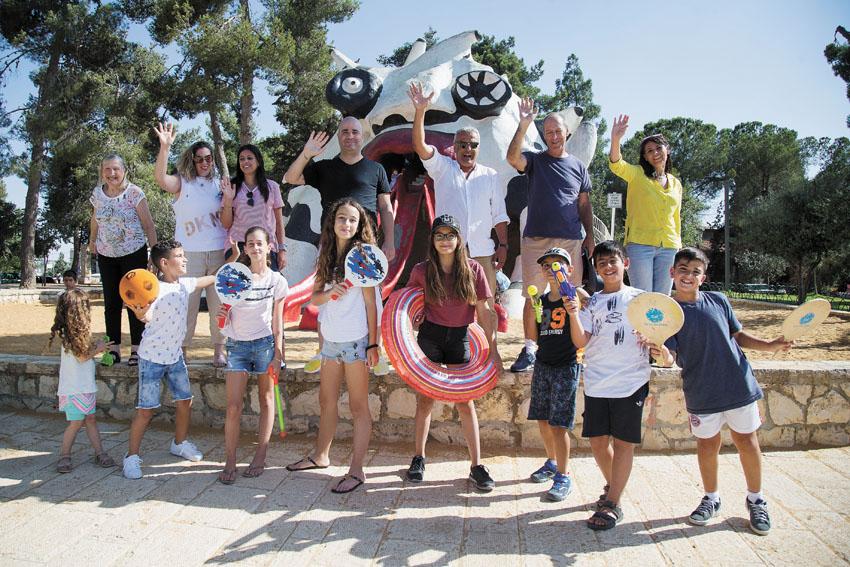 תלמידים יוצאים לחופש הגדול (צילום: אורן בן-חקון)
