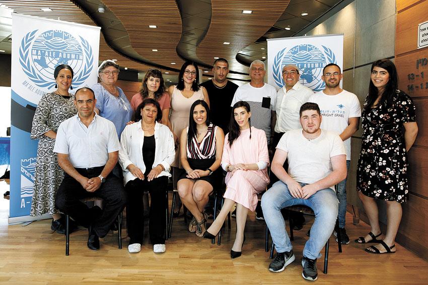 """בוגרי המחזור הראשון של תוכנית 'מודל האו""""ם' (צילום: עיריית מעלה אדומים)"""