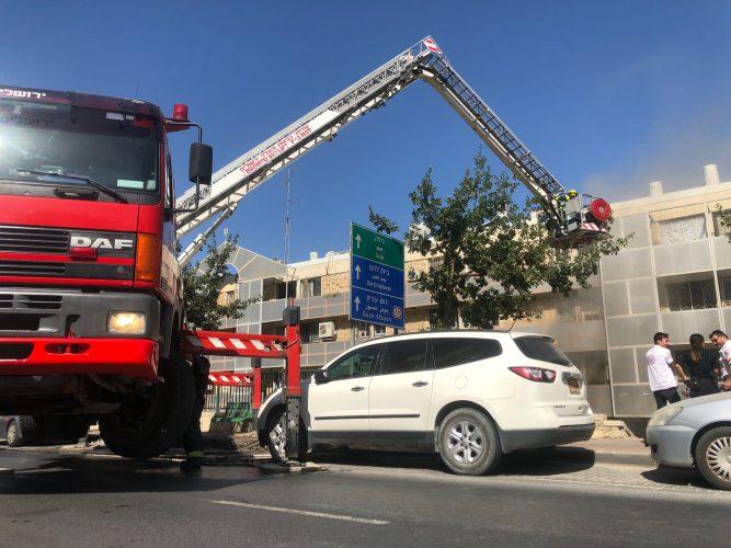 """שריפה בבניין בדרך חברון (צילום: הערשי פרלמוטר, תיעוד מבצעי כב""""ה ירושלים)"""
