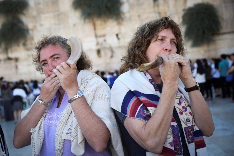 ענת הופמן והרבה סנדרה קוכמן (צילום: הדס פרוש לפלאש 90)