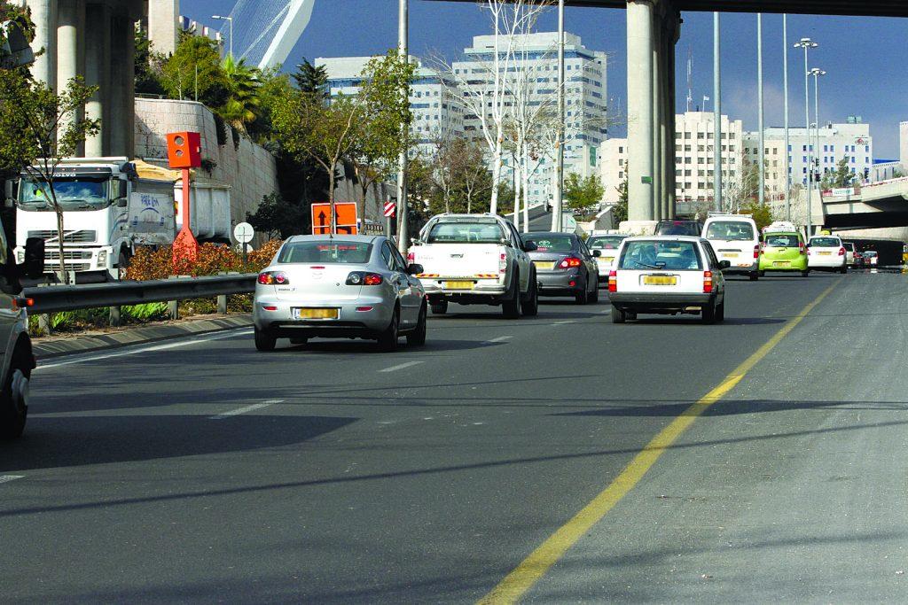 כביש בגין (צילום: אורן בן חקון)