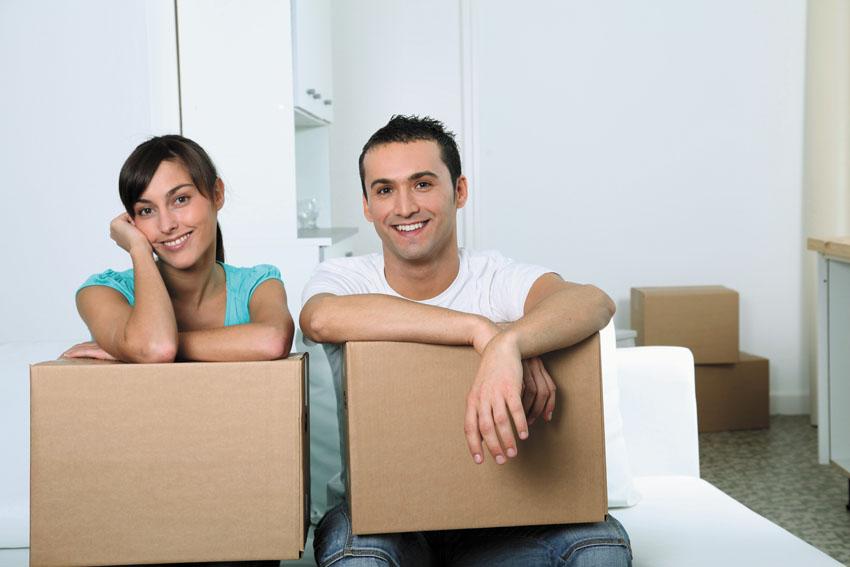 זוג צעיר עובר דירה (צילום אילוסטרציה: א.ס.א.פ קריאייטיב/INGIMAGE)