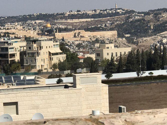 הנוף ממרפסת הדירה ברחוב ישראל אלדד, ארנונה הצעירה (צילום: רווית קרודו)